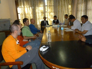Predexpedičné stretnutie na ministerstve turistiky v Kathmandu - aj také v Nepále majú.