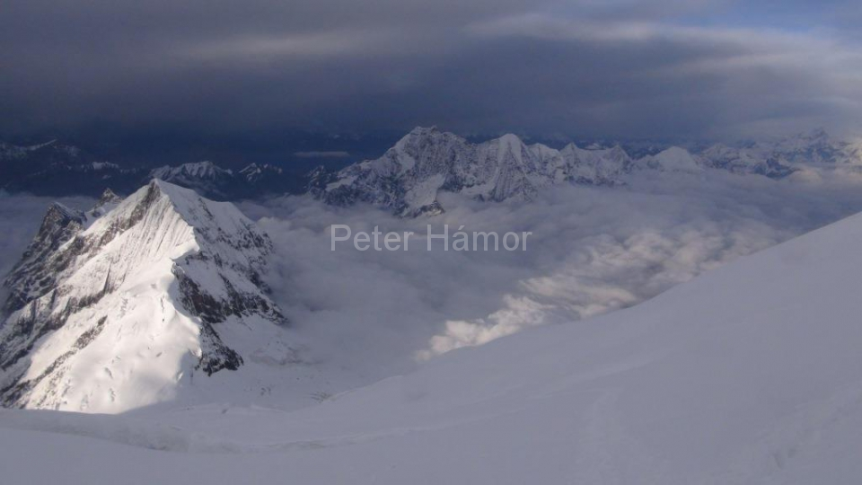 05-Naike Peak (6 211m) z bivaku pod Severným sedlom