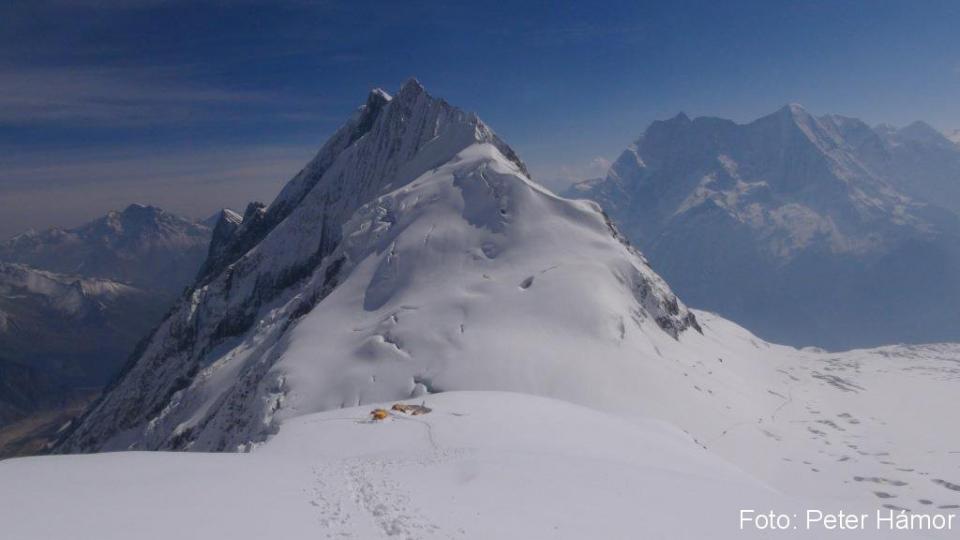 Nayke Peak a prvý tábor.