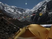 Modlitebné vlajky v BC pod Annapurnou
