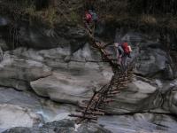 Jeden z mostov na cese do Salla Ghari