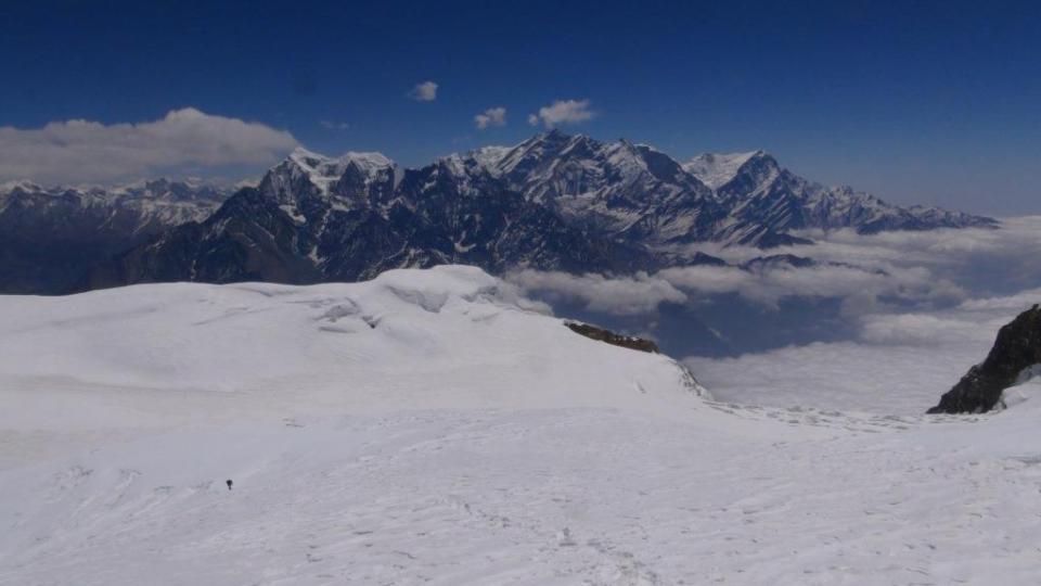 9. Sedlo v SV hrebeni s panorámou Annapurny