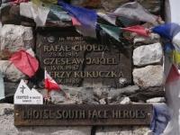Pamätník chlapcom, ktorí zahynuli v južnej stene Lhotse.