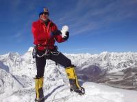 S Yetim na vrchole Island Peaku (6 189 m).