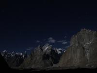Veže Trango v noci