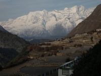 Kláštor v Tengboche a Kongde Ri (6 187 m) z dedinky Pangboche.