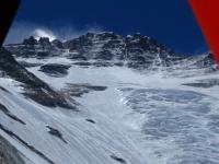 Západná stena Lhotse z predsunutého základného tábora ABC (6 400 m).