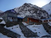 Kam - tam, či tam. Lodge v Machapuchare Base Camp (3700m).