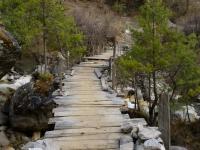Jeden z mnohých mostov na ceste k Manaslu.