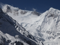 Manaslu (8163m) a Manaslu North (7157m) od severu.