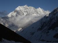 Večerné pohľady na Samdo (6335m) z táboriska Dharmashala (4470m).